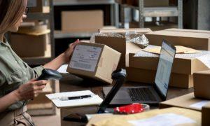 pudełko karton przesyłka kurier