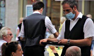 W Portugalii, Grecji i we Francji zaświadczenia o zaszczepieniu będą warunkiem wstępu do restauracji czy kina 29